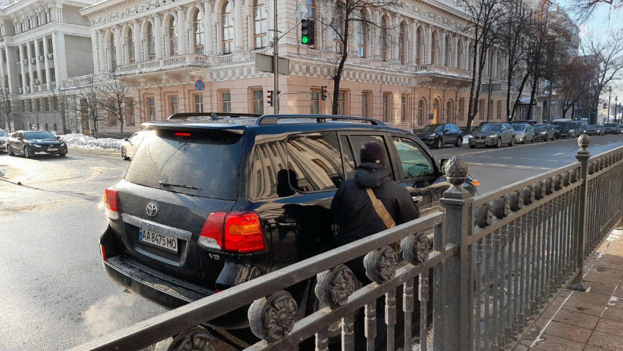 """Колеса власти: на какие авто пересели депутаты, """"живущие на одну зарплату"""" - фото 20"""