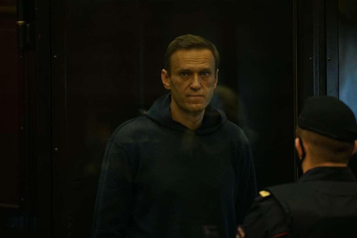 Навальный получил из Фонда Немцова солидную сумму-1200x800