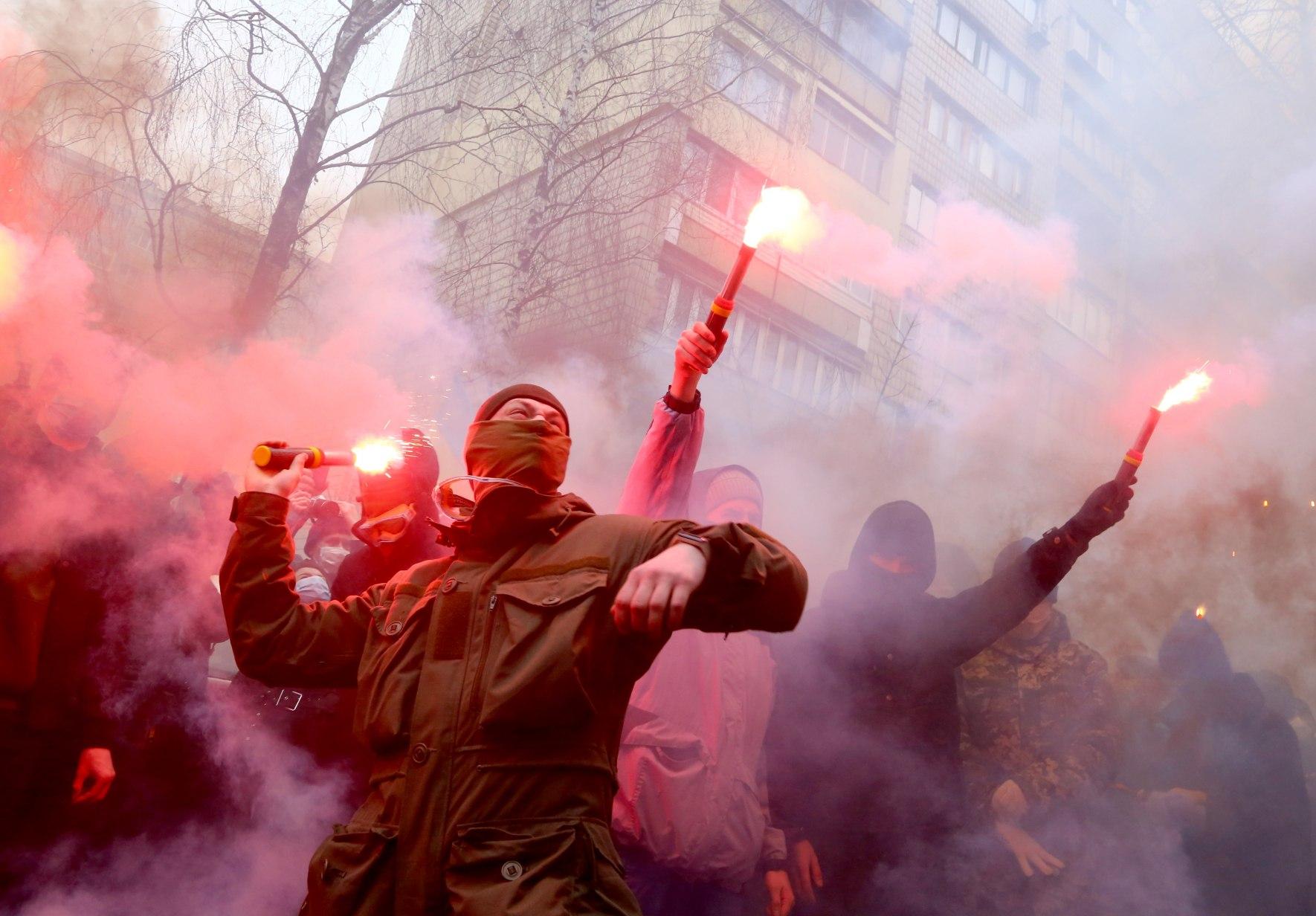 Итоги дня: эволюция Коломойского и сколько платят за акции протеста - фото 9