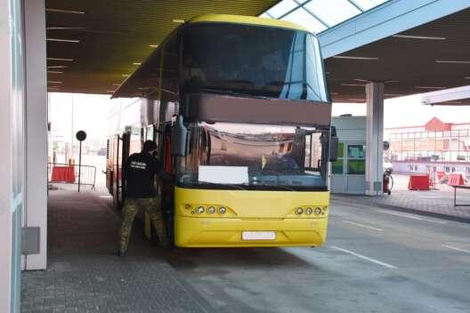 Польские пограничники завернули автобус из Украины из-за нагого пассажира-1200x800