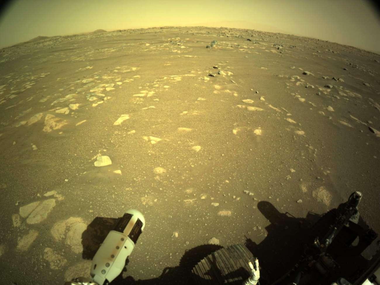 Марсоход Perseverance впервые после посадки проехал по поверхности планеты - фото 3