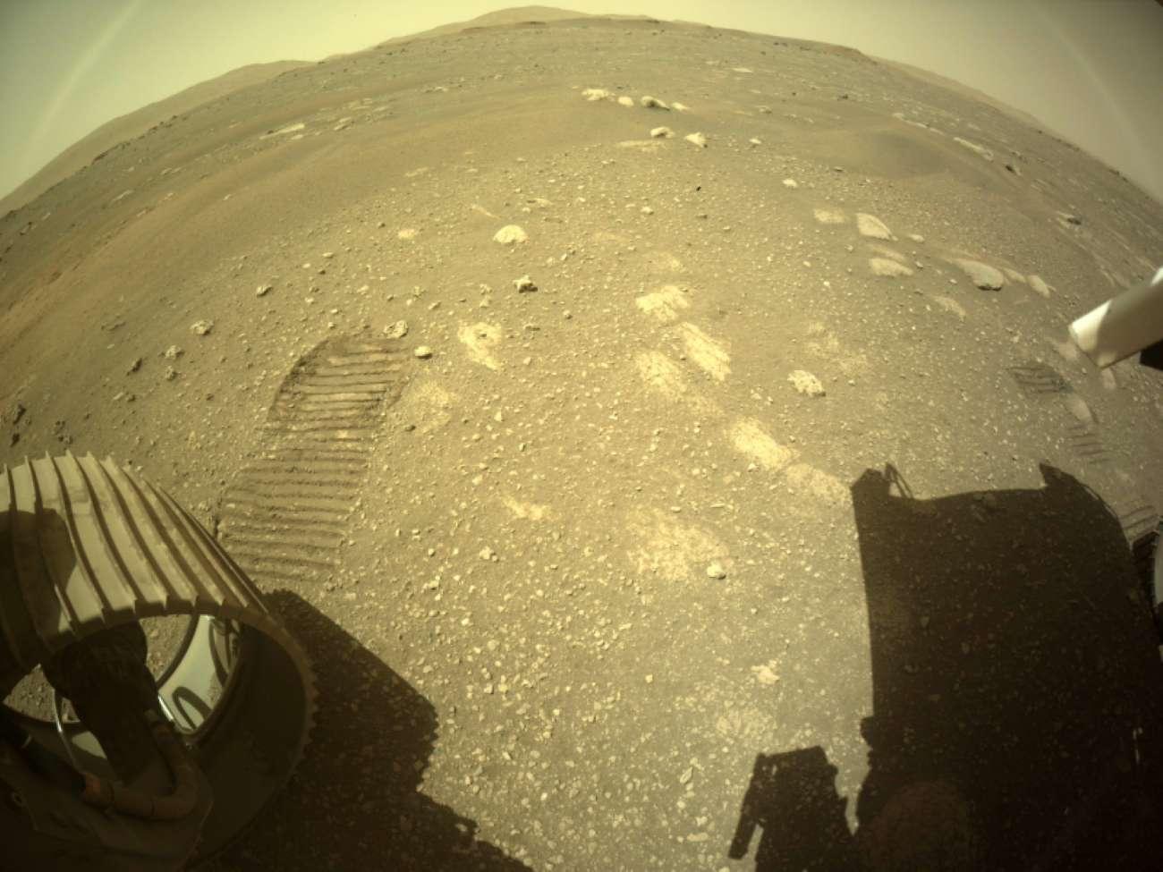 Марсоход Perseverance впервые после посадки проехал по поверхности планеты - фото 4