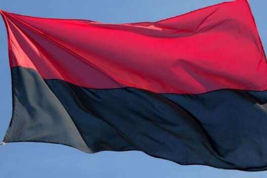 Таинственно исчезнувшие флаги УПА в Полтаве нашла полиция-1200x800