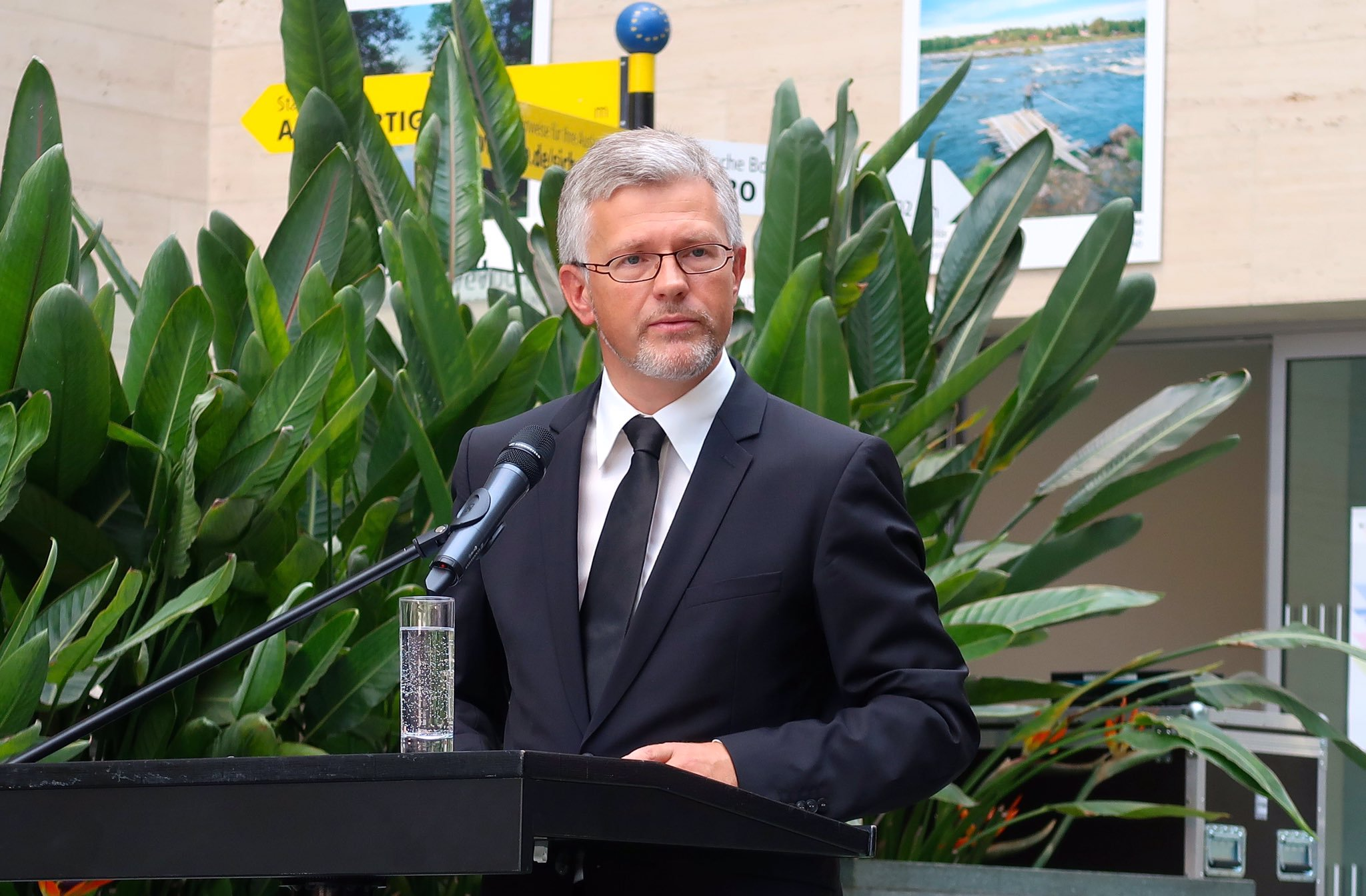 Посол Украины в Германии призвал Меркель разорвать отношения с РФ