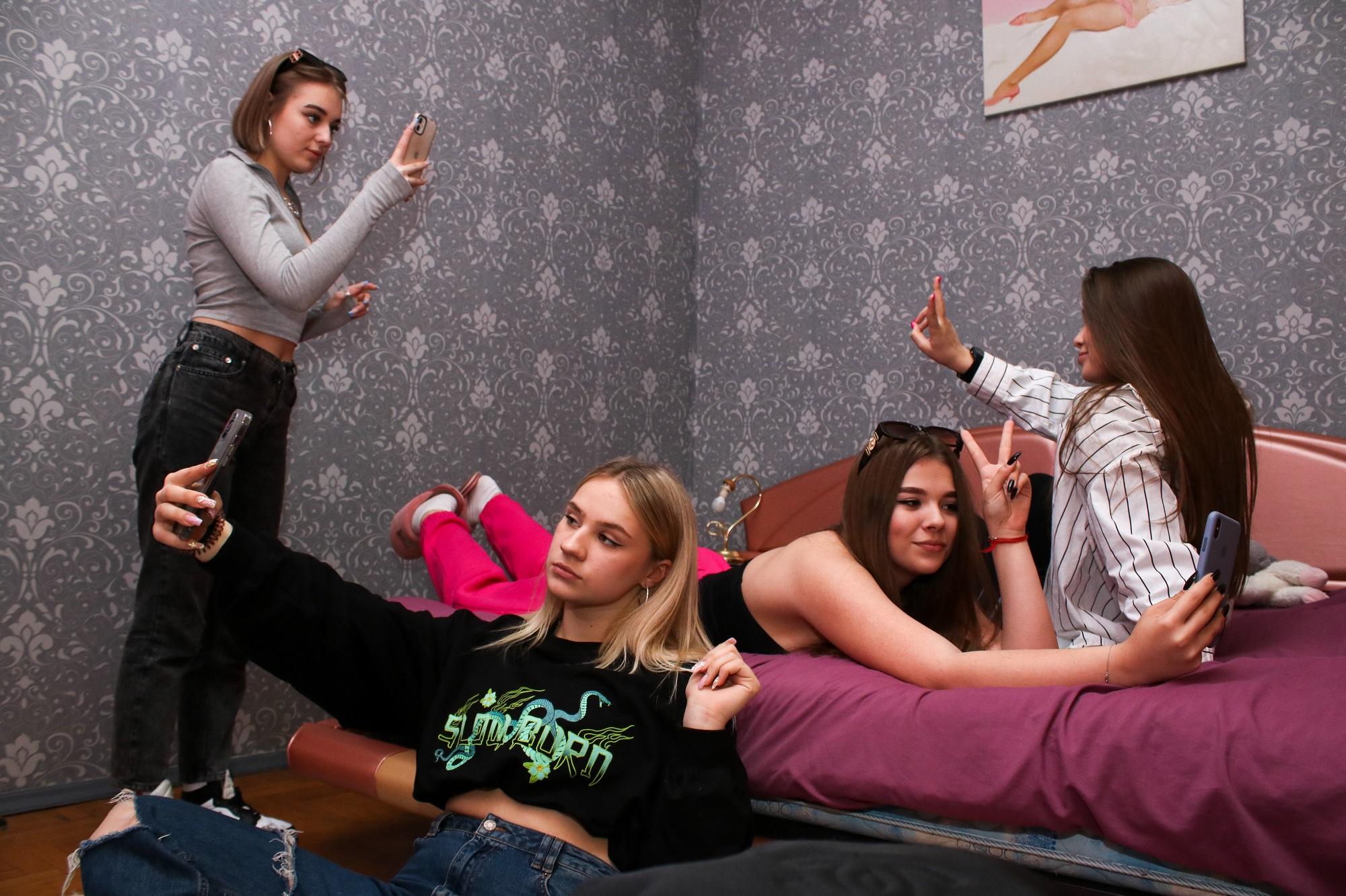 """""""Мы Дом-2 для зуммеров"""": репортаж из украинского TikTok-хауса - фото 2"""