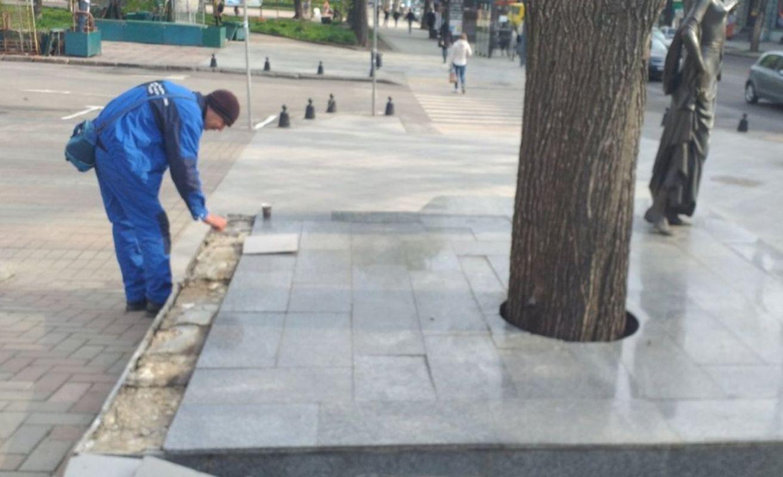 Вандалы повредили памятник Вере Холодной в Одессе - фото 1