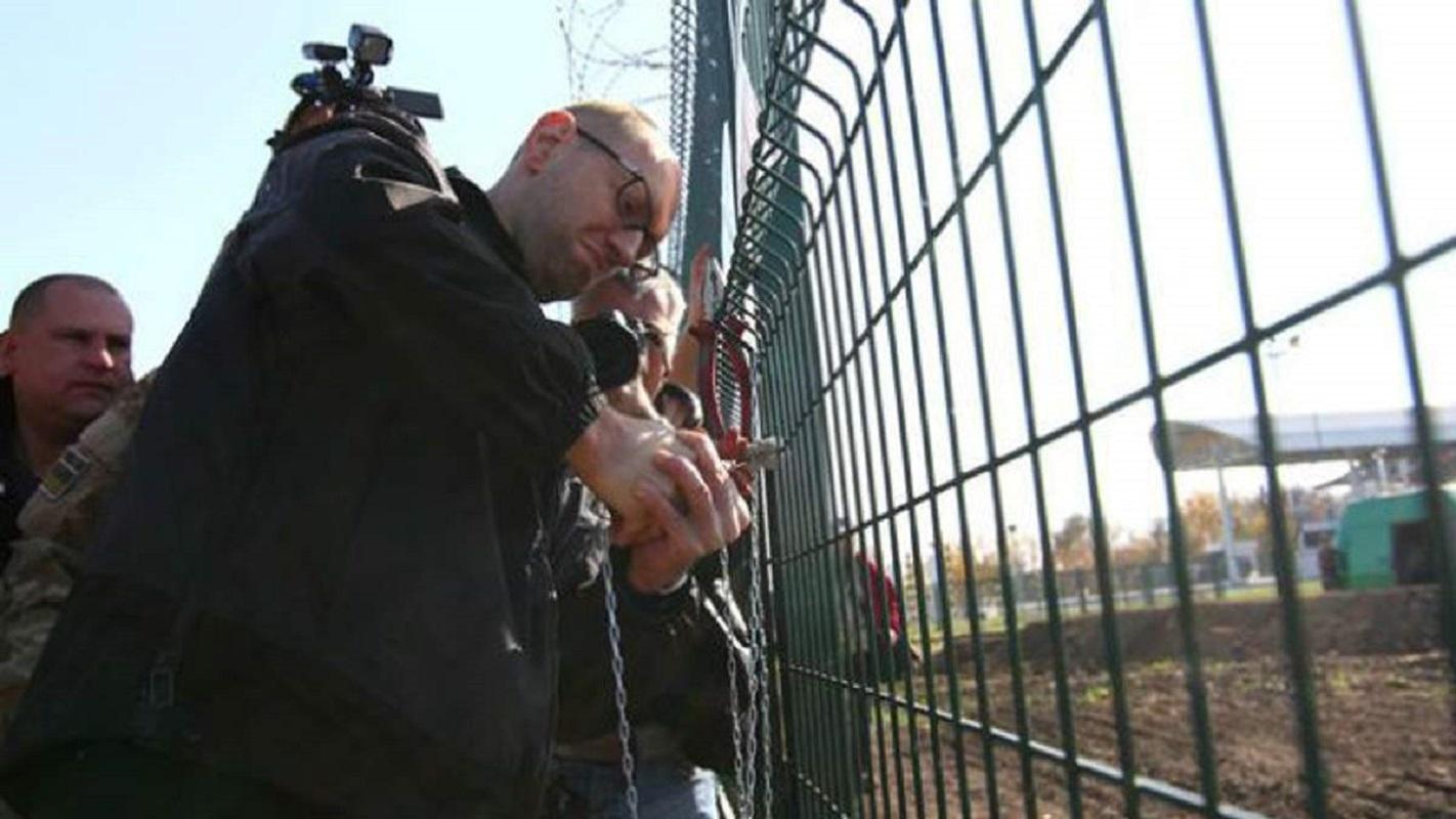 """Стена, которая """"защитит"""" от РФ: чем живет самый скандальный объект Яценюка - фото 2"""