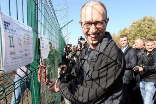 """Стена, которая """"защитит"""" от РФ: чем живет самый скандальный объект Яценюка-1200x800"""