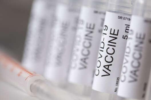 Япония обеспечит достаточным количеством вакцины всех граждан старше 16 лет-1200x800