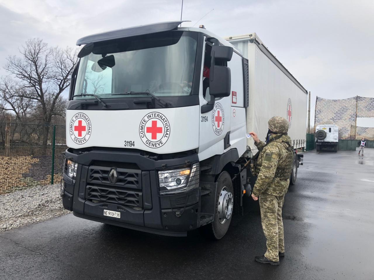 Красный Крест отправил на Донбасс 100 тонн гуманитарной помощи