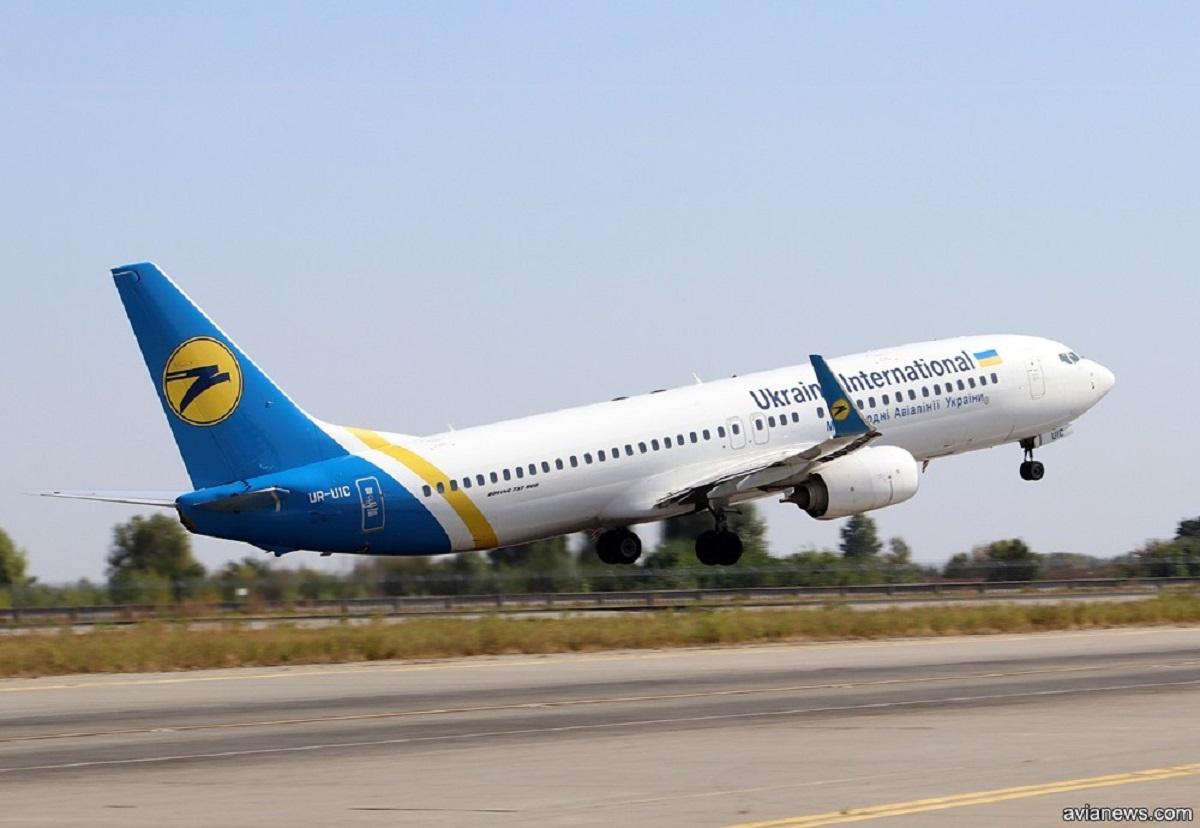 У самолета МАУ отказал двигатель: аварийная посадка в Одессе