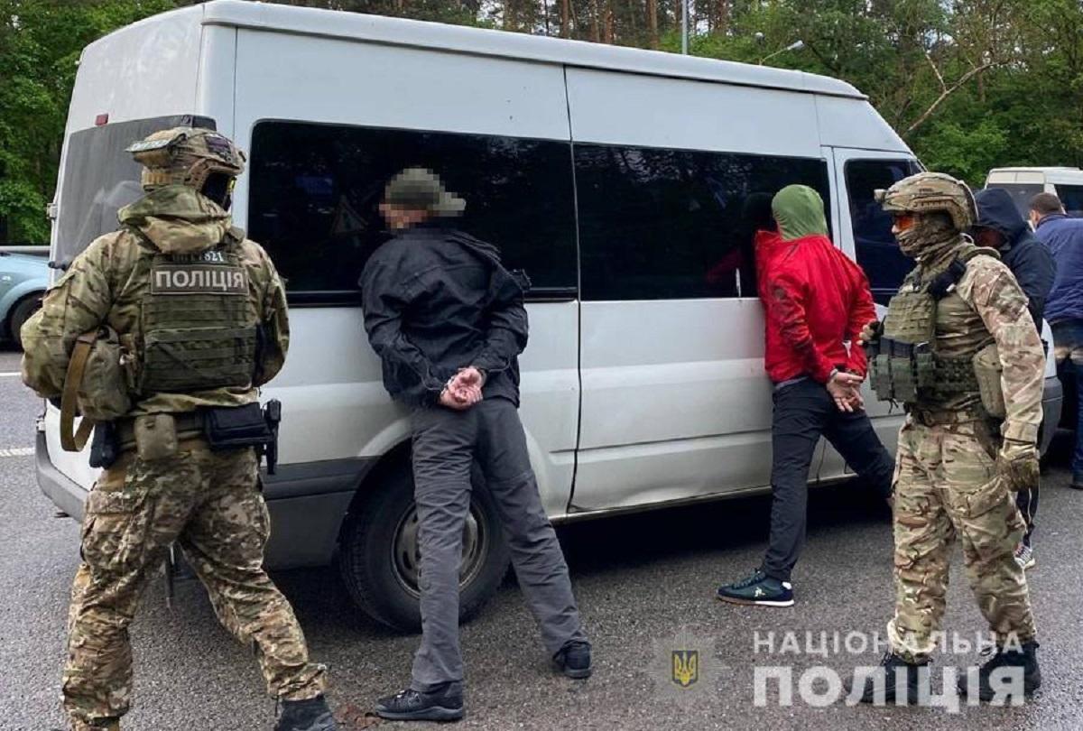 Разбой и пытки утюгом: под Киевом задержали криминальную группировку