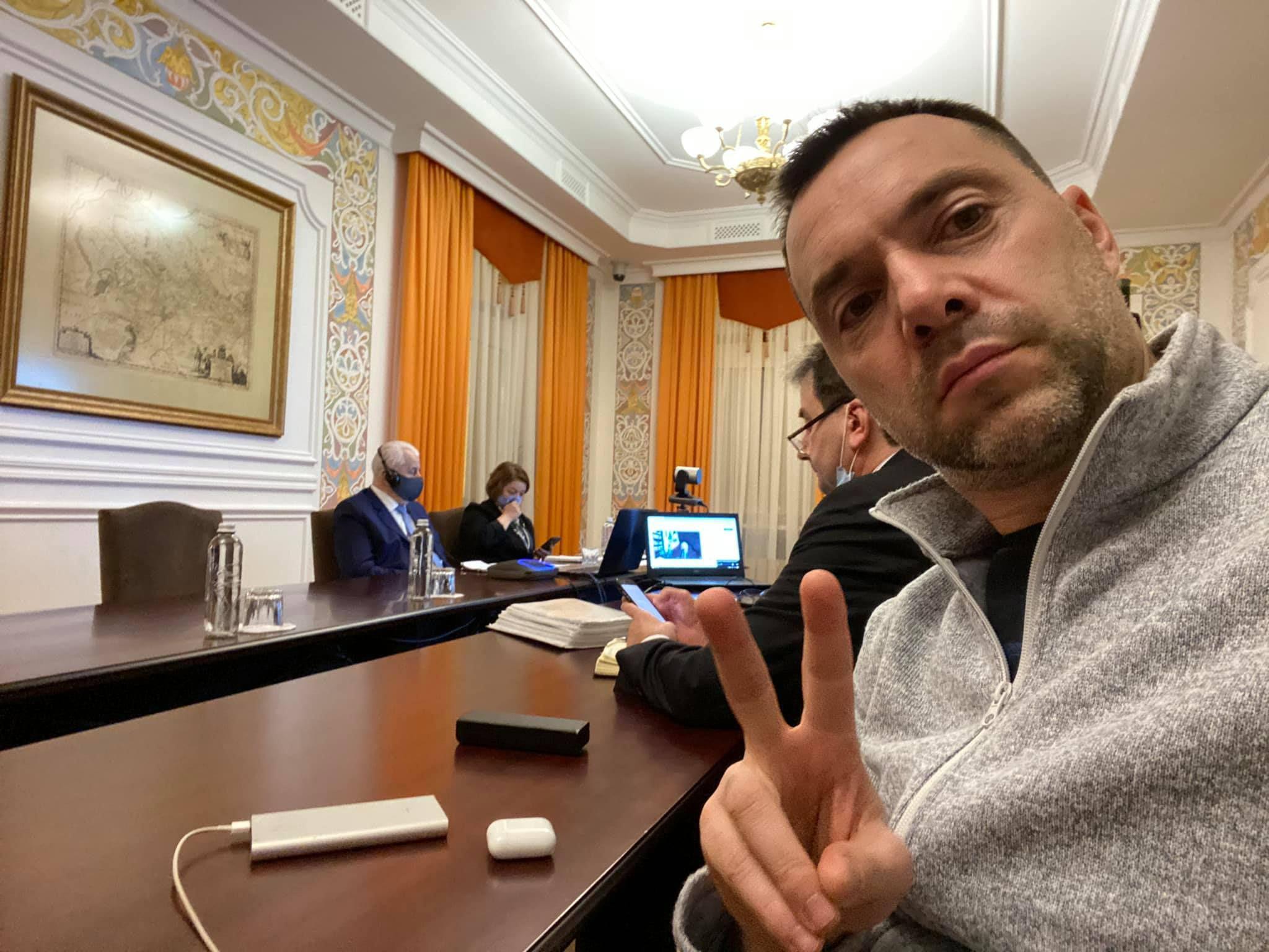 Российская сторона может сорвать открытие КПВВ на Донбассе – Арестович
