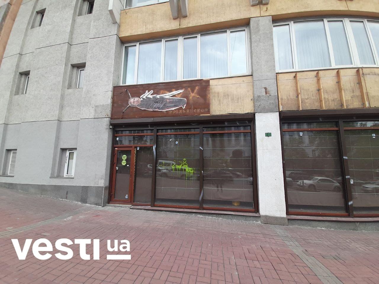 Иван Дорн превратился в таракана в центре Киева – фото — фото 2