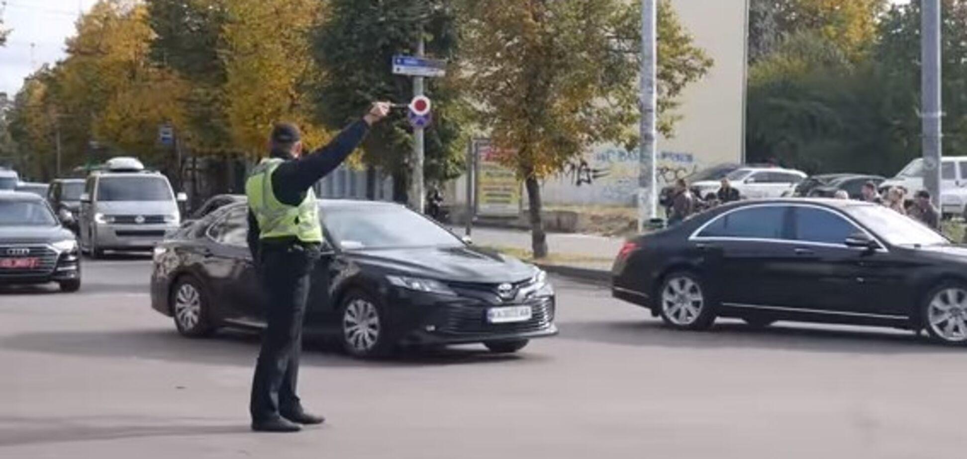 В центре Киева кортеж Зеленского нарушил ПДД