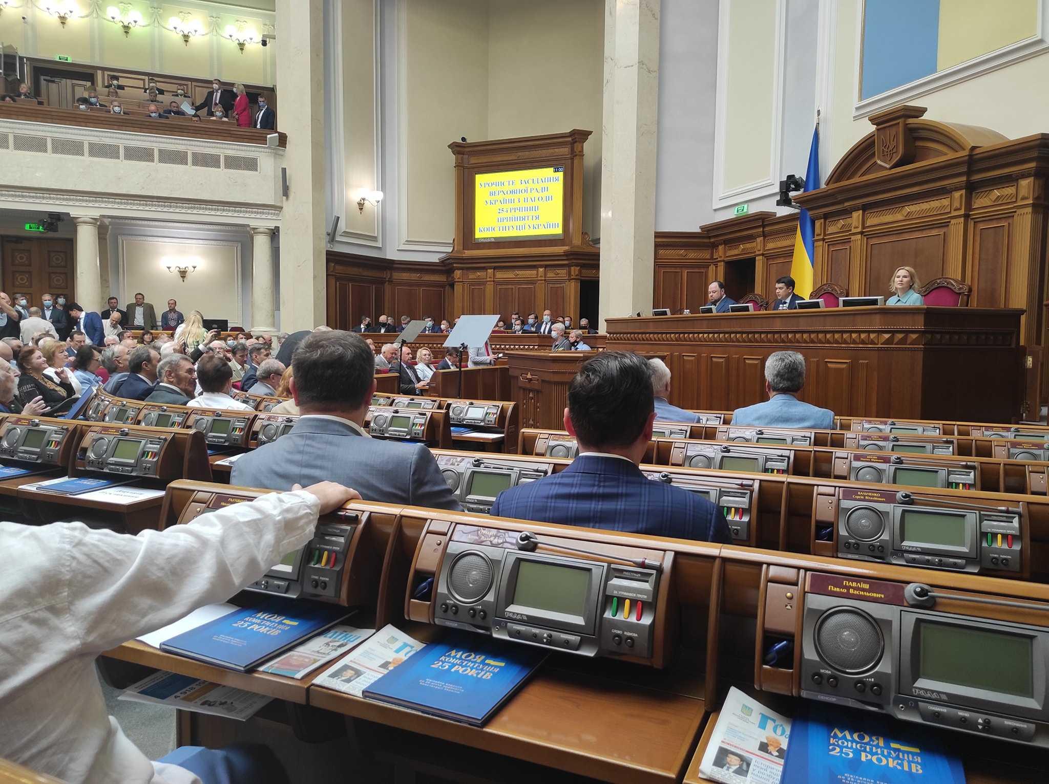 Несогласных заклеймят: как Рада готовится голосовать за закон об олигархах