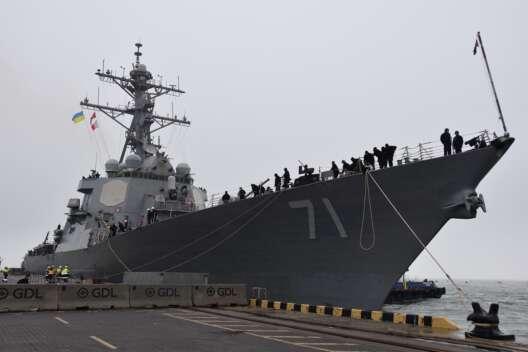 Зачастили - в порт Одессы зашел очередной эсминец НАТО-1200x800