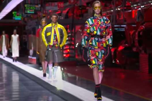 Ferrari представила свою первую коллекцию одежды – видео-1200x800