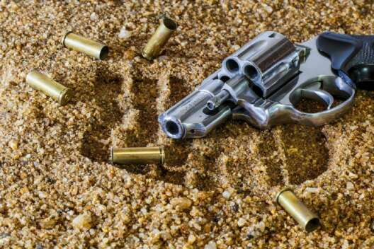 По принципу водительских прав. Кому в Украине разрешат носить оружие-1200x800