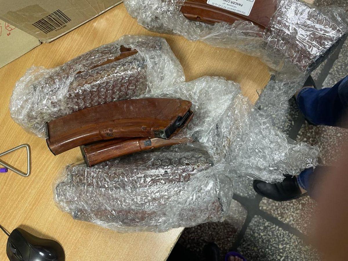 """В """"Борисполе"""" нашли комплектующие к оружию в посылках"""