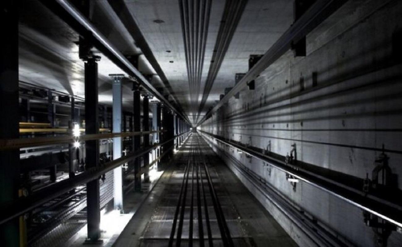 В Днепре пенсионерка упала в шахту лифта
