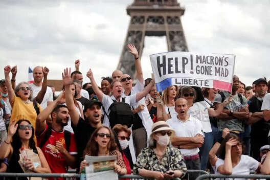 Сенат пошел на уступки после протестов против COVID-пропусков во Франции-1200x800