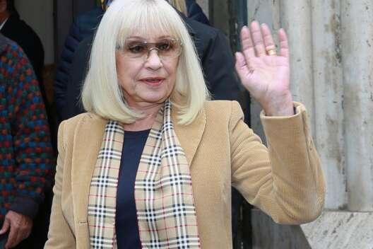 Умерла легендарная итальянская певица Рафаэлла Карра-1200x800