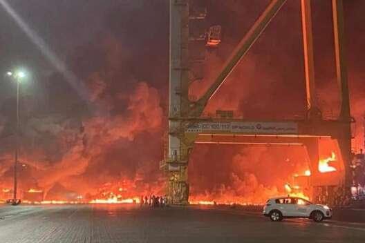 В международном порту в Дубае прогремел мощный взрыв - видео-1200x800
