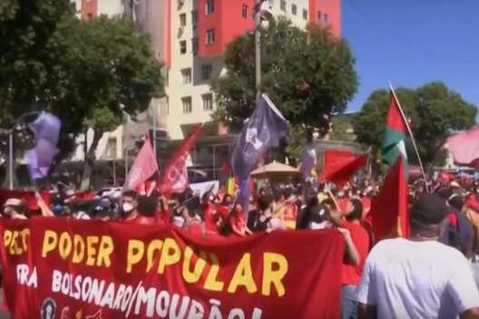 В Бразилии десятки тысяч человек протестовали, требуя отставки президента-1200x800