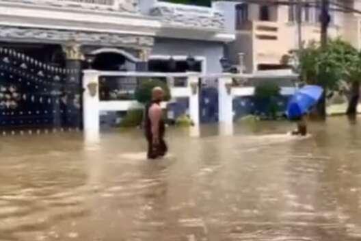 Столицу Филиппин затопило из-за сильных ливней, людей эвакуируют-1200x800