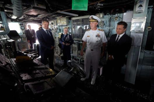 Зеленский поздравил моряков США с Днем Независимости-1200x800