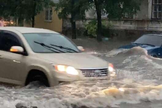 Потоп в центре Бердянска: отключения электроэнергии и поваленные деревья-1200x800