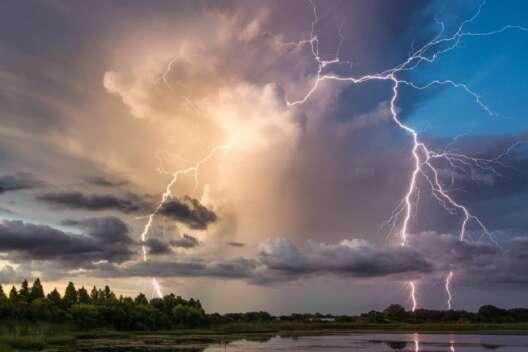 Штормовое предупреждение в Украине: на какие области обрушатся ливни-1200x800