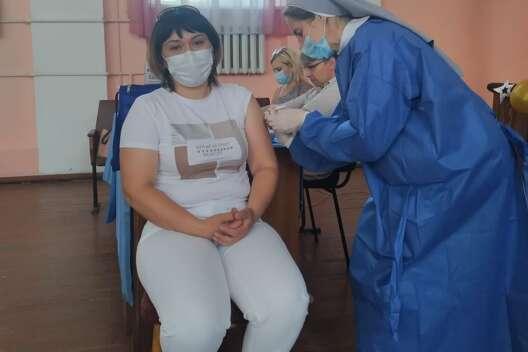 В одном из ТРЦ Киева открывают центр массовой вакцинации-1200x800