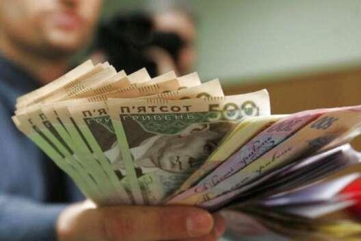 Украинцы тратят больше, чем зарабатывают – Госстат-1200x800