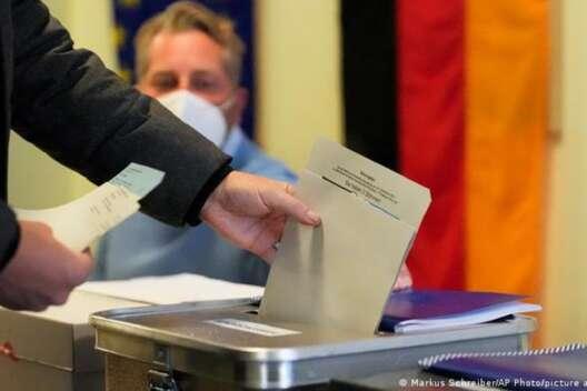 В Германии голосование на нескольких участках приостановили из-за бомбы-1200x800