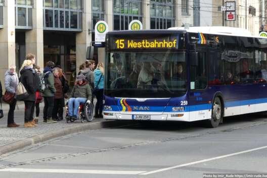 В Германии водителям предлагают обменять права на годовой проездной