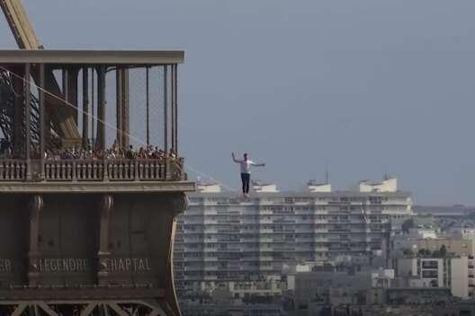 Француз прошел по канату от Эйфелевой башни до театра - видео-1200x800