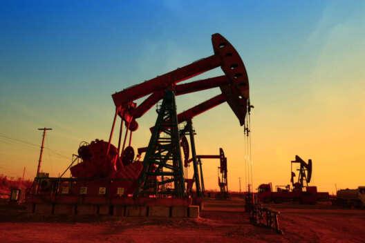 Из-за урагана и пандемии снижается цена на нефть-1200x800
