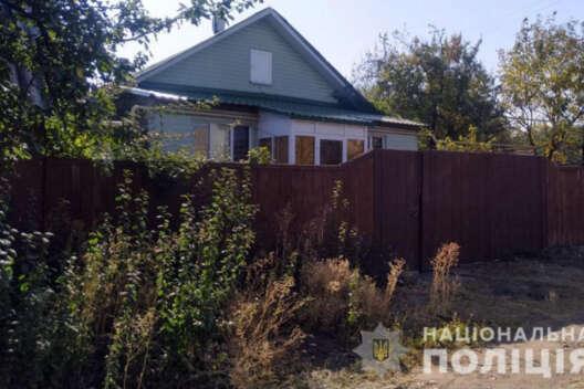 Двух детей нашли мертвыми в деревянном сундуке дома в Донецкой области-1200x800