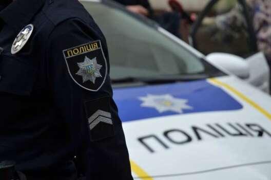 В Черновцах юный водитель расстрелял на ходу чужое авто с детьми-1200x800