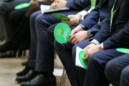 Слуги просят включить в повестку Рады закон об олигархах и госбюджет-1200x800