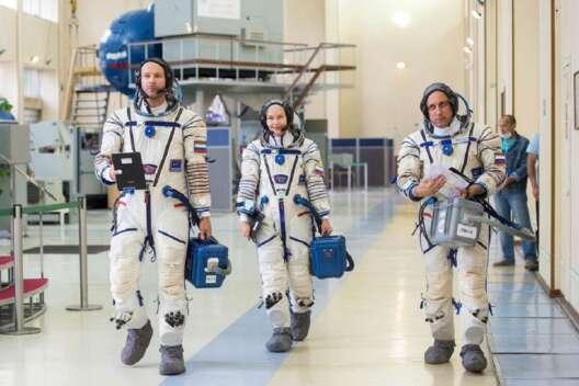 Первый в мире киноэкипаж отправили в космос – видео-1200x800