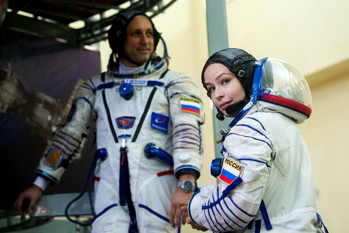 Первый в мире киноэкипаж отправили в космос – видео - фото 4