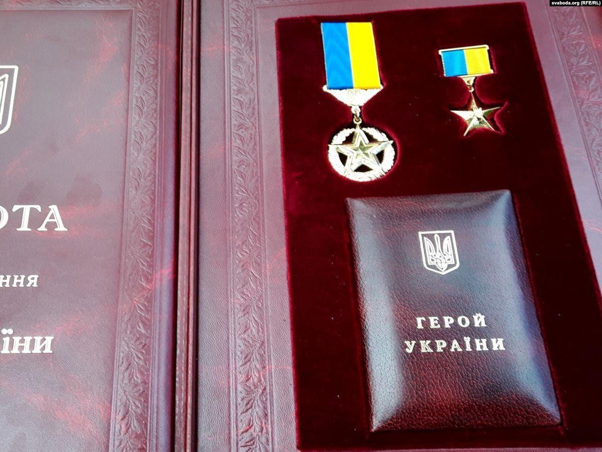 Зеленский присвоил два звание Героя Украины
