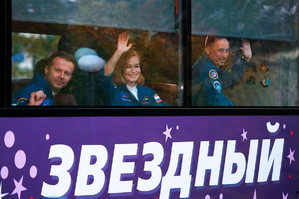 Первый в мире киноэкипаж отправили в космос – видео - фото 1